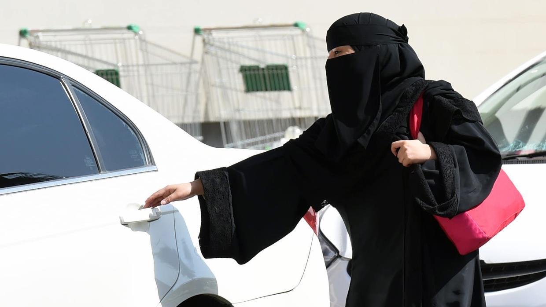LA REVOLUCIÓN DE ARABIA SAUDÍ: LAS MUJERES AL VOLANTE