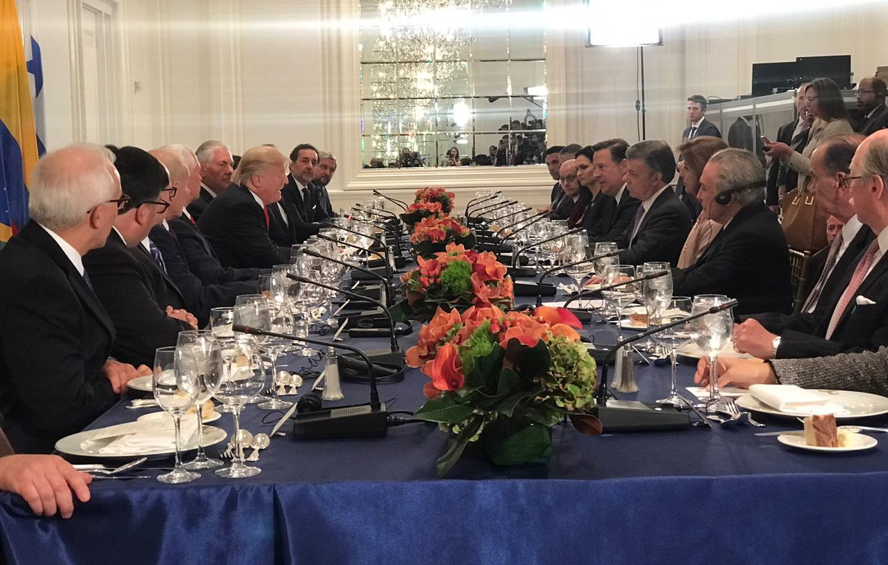 TRUMP AFIRMA QUE QUIERE QUE VENEZUELA RECUPERE SU DEMOCRACIA EN CENA CON MANDATARIOS