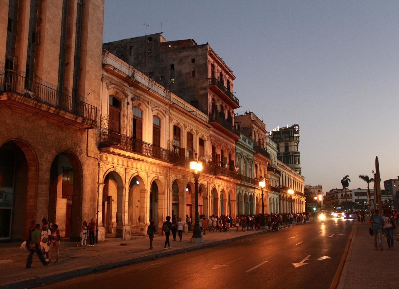ESTADOS UNIDOS BLOQUEA EL TURISMO NACIONAL A CUBA
