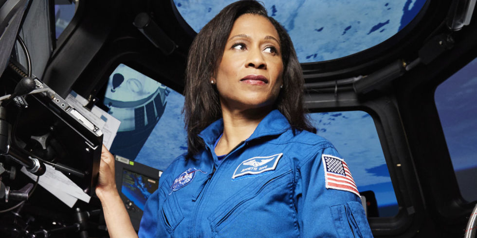 LA NASA REEMPLAZA EN EL ÚLTIMO MOMENTO A LA PRIMERA AFROAMERICANA EN LA ISS